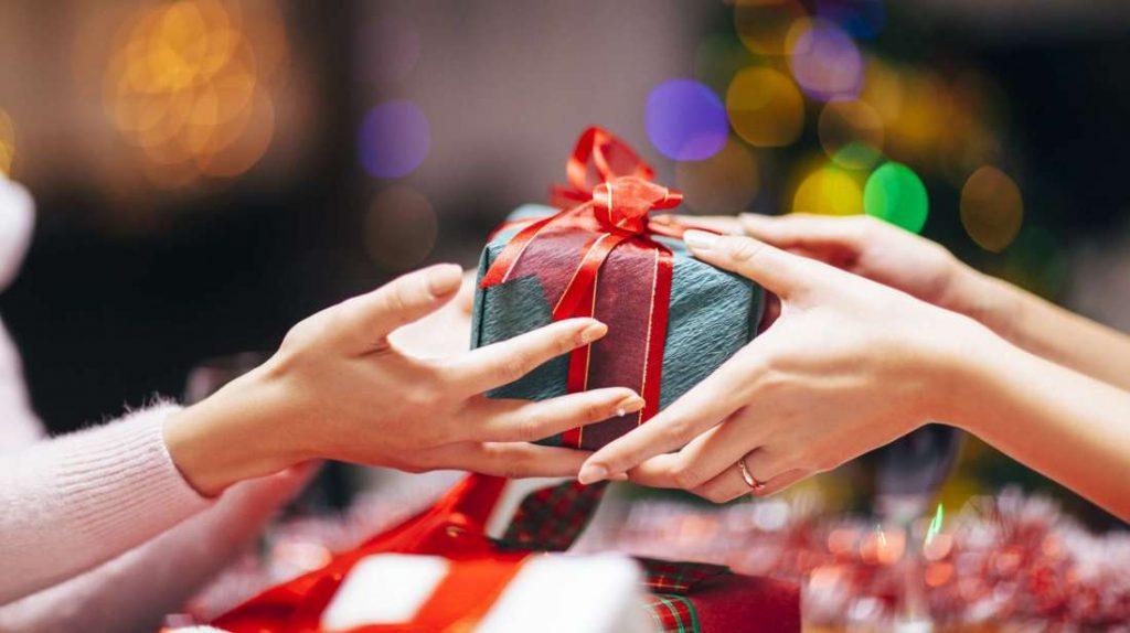 Bạn xây biệt thự nên tặng quà tân gia gì?